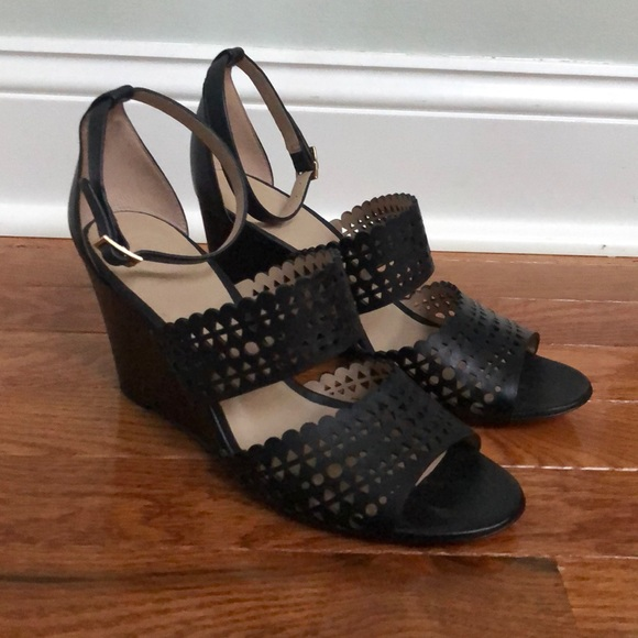 54d6ddc31539 Tory Burch black wedges